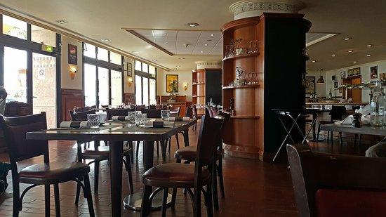Brasserie Le Cap : Le restaurant a un cadre un peu vieillot à mon goût...