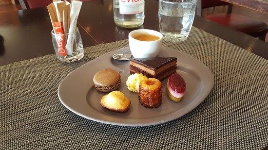 Brasserie Le Cap : Café gourmand. Pâisseries pas très originales...