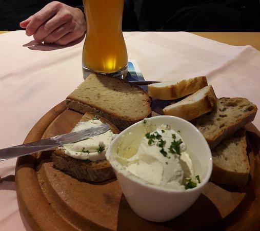 Pirmasens, เยอรมนี: Amuse gueule avec son 1/2 litre de bière