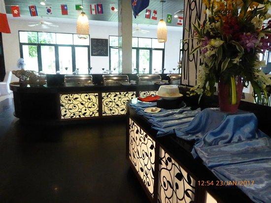 Apsara Beachfront Resort and Villa: buffet