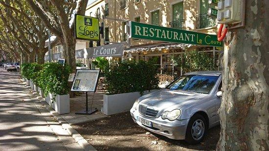 Saint-Gilles, France: Un petit coin tranquille dans une calme bourgade...