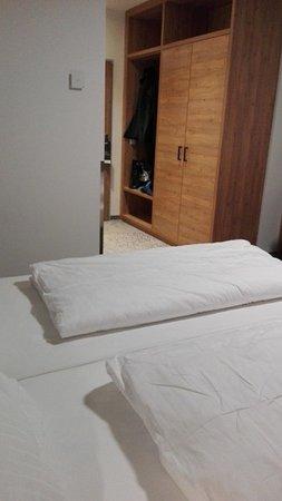Hotel Zach : Geräumige Zimmer (Fotoperspektive leider schlecht gewählt)