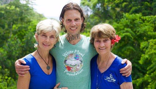 Carate, คอสตาริกา: Op de foto met Lana en Mum, de moeder van Lana. Lana is de eigenaresse van Luna Lodge