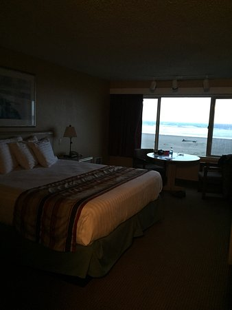 Ebb Tide Oceanfront Inn: photo1.jpg