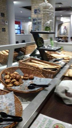 Inter Hotel Alteora site du Futuroscope: Un petit déjeuner complet