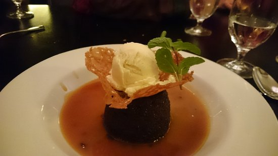 Kinara: Sticky toffee pudding with ice cream