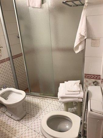 Bagno grande ma da rimodernare - Foto di Hotel Da O\' Vittorio ...