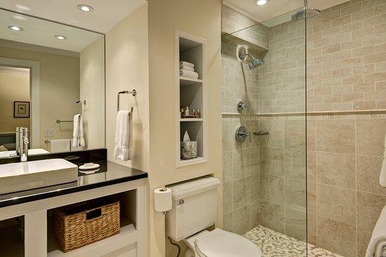 Yarmouth Port, MA: Room 7's new luxury bathroom