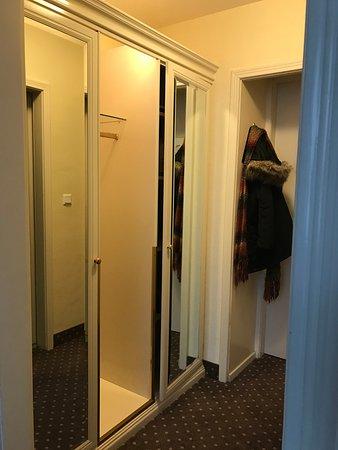 Hotel Erzherzog Rainer: wardrobe