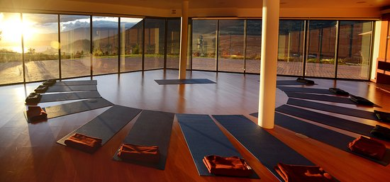 San Pablo Del Lago, Ekwador: Reinvigorate your body and elevate your spirit with our morning yoga class. The session combines