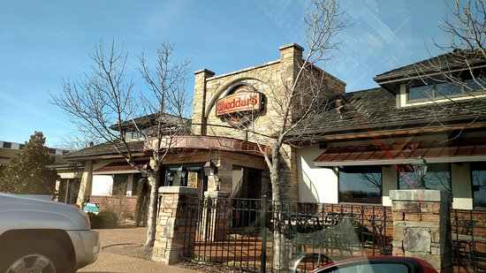 Cheddar's Scratch Kitchen: This is the outside of the building..