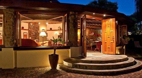 Idwala Boutique Hotel Johannesburg: idwala-main-house-entrance_large.jpg