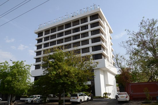 Park Prime Hotel Jaipur: View from the street