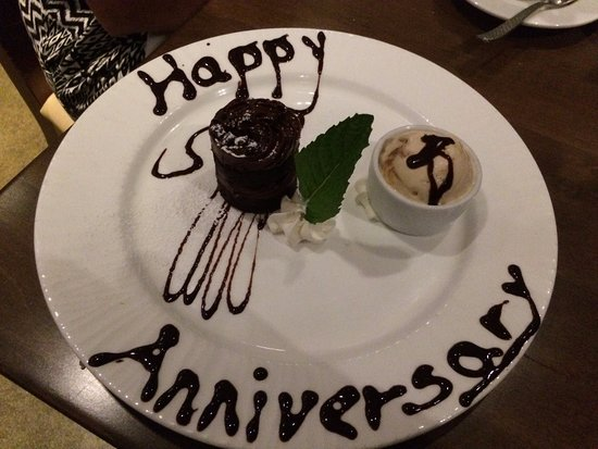 The Wave Kitchen and Bar: Nice touch - anniversary dessert