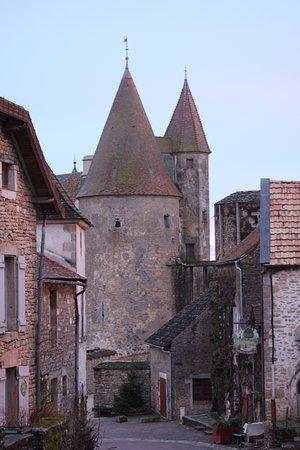 Châteauneuf, Frankrijk: dans le village