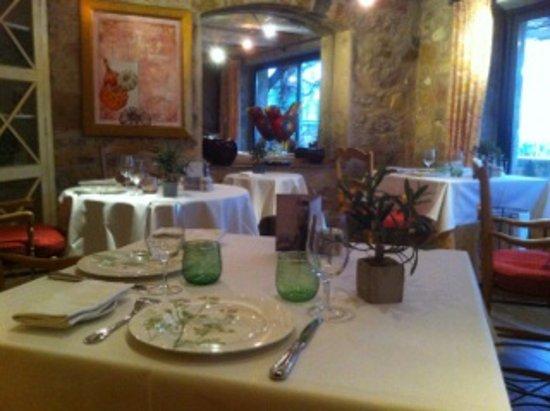 Le Rouret, France: salle du restaurant