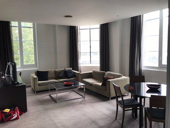 Adina Apartment Hotel Sydney, Central: Lounge Room