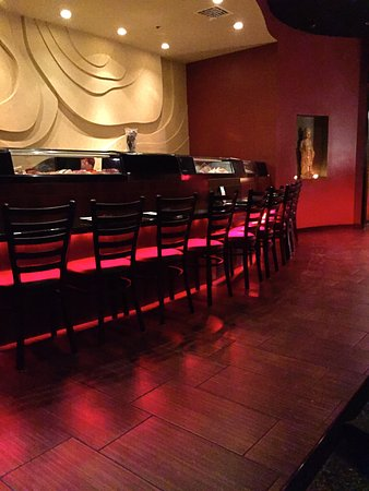 Ferndale, MI: Sushi Bar counter seating (opposite booths)