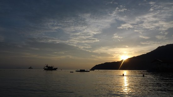 Terengganu, Maleisië: Perhentian Besar coucher du soleil devant Abdul's Chalet