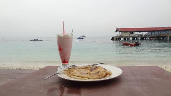 Terengganu, Malaysia: Perhentian Besar Abdul's Chalet milkshake et pancake