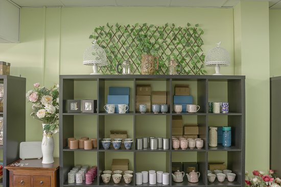 Caboolture, Australia: Some of the tea wares available at Tea n Stuff. Why not browse while having a tea or coffee.
