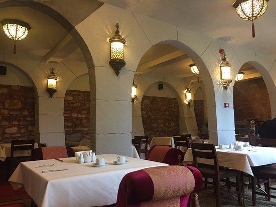 Sokullu Pasa Hotel: Breakfast area in the hotel