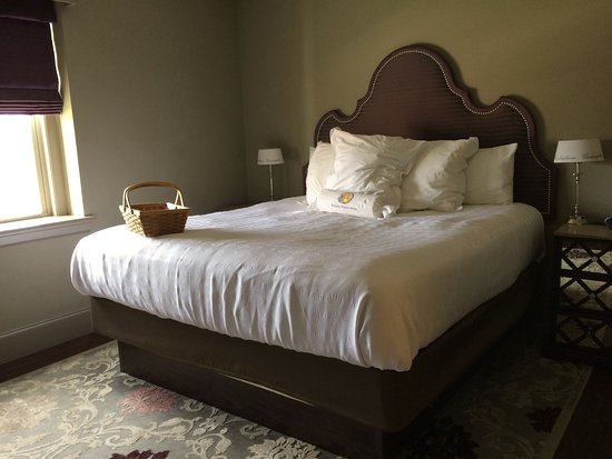 Wytheville, VA: King room, super comfortable bed and bedding