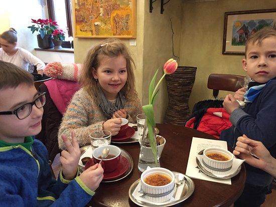 Pezinok, Slovacchia: horuca mliecna cokolada;) a creme-brulee s levadulovou prichutou. Super
