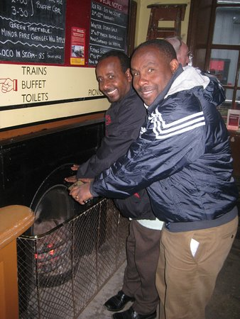 Oxenhope, UK: Nice fire - Ethiopia is warm - England is cold