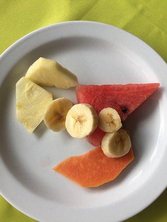 Linda Vista Hotel: Le petit déjeuner est très léger, par exemple les fruits. Dommage de venir au Costa Rica et de m