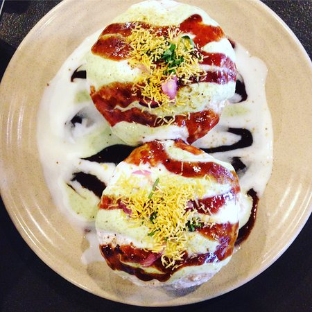 Curtin, Australie : Dahi Vada - (yoghurt soaked gf donuts with all the chutneys) our most adventurous order.