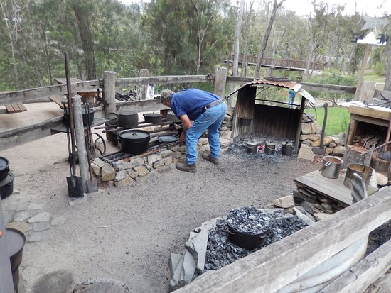 Herberton, Australia: The outdoor kitchen where the damper is cooked.