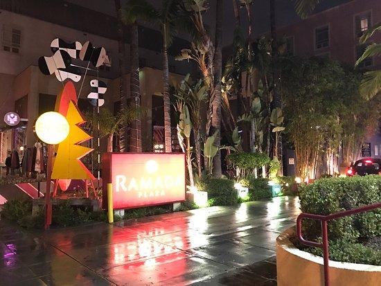 Ramada Plaza West Hollywood Hotel & Suites: photo6.jpg