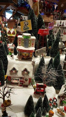 bronners christmas wonderland snoopy decorations - Snoopy Decorations For Christmas