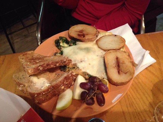 Renfrew, Canada: Vegetarian omelette. Fresh homemade whole grain bread, large crispy home fries.