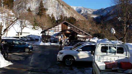 Kijimadaira-mura, Giappone: 雪景色はとてもよいですね。  ただ、内湯も露天も小さいので 混雑します。  入口の道路は急坂なので 雪が降ったときは要注意ですよ。