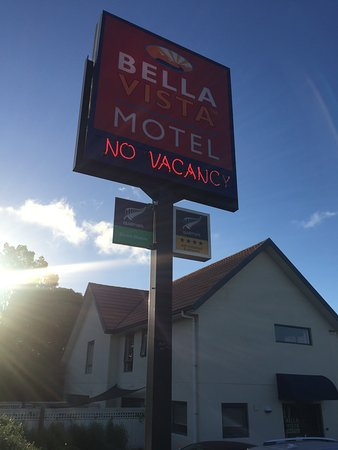 Bella Vista Motel: Main street