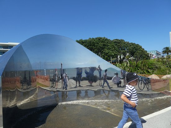 New Plymouth, Nueva Zelanda: One of the Art Installations during the walk