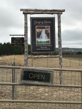 Comfort, TX: Welcome sign