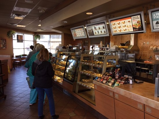 Piqua, OH: It's busy on a sunday morning. line goes up to the windows,