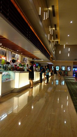 Surabaya, Indonesia: lobby Cinema XXI Sutos area concierge