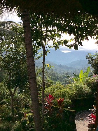 Gunung Paradise Retreat: View down the valleys from breakfast bale