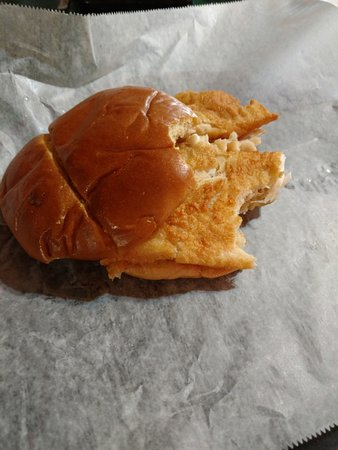 Linville Falls, Carolina do Norte: My flounder fillet sandwich, handmade with dairy-free breading. Good!