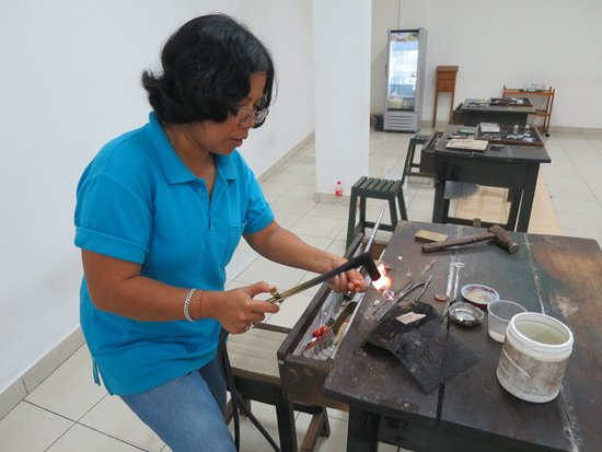 Celuk, Indonesia: Herstellung eines Silberringes