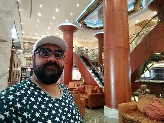 โรงแรมแอดมิรัล พลาซา: Atrium