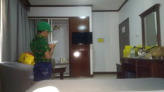 Admiral Plaza Hotel: corner room