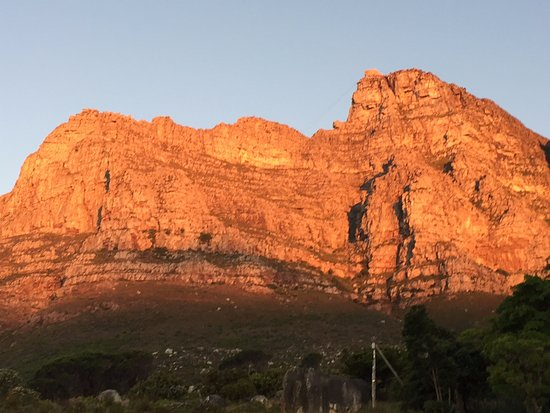 Magic Camps Bay: Table Mountain at Sunset