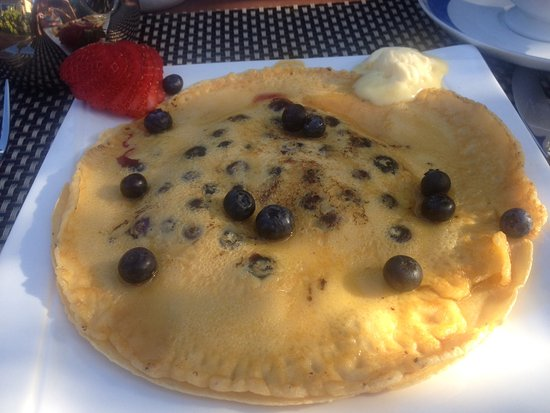 ‪أمبليسايد لكشري بد آند بريكفاست: Delicious blueberry pancake‬