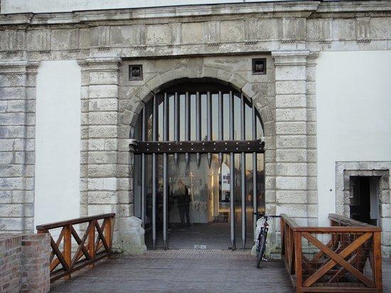 Nádasdy Ferenc Museum : Вход в замок