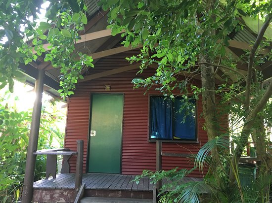Magnums Backpackers: Rooms are in these chalets